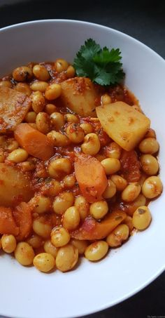 Loubia white beans in sauce My tasty cuisine Vegan Crockpot Recipes, Veggie Recipes, Healthy Dinner Recipes, Vegetarian Recipes, Algerian Recipes, White Beans, Paleo, Food Print, Food And Drink
