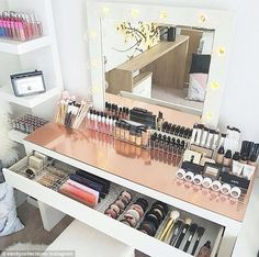 49 Ideas Makeup Vanity Organization Beauty Room Desks For 2019 Sala Glam, Rangement Makeup, Make Up Storage, Diy Storage, Smart Storage, Garage Storage, Storage Boxes, Wardrobe Storage, Storage Area