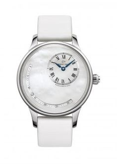 DATE ASTRALE MOTHER-OF-PEARL   White mother-of-pearl dial. Steel case. Self-winding mechanical movement. Power reserve of 68 hours. Retrograding date with diamond.