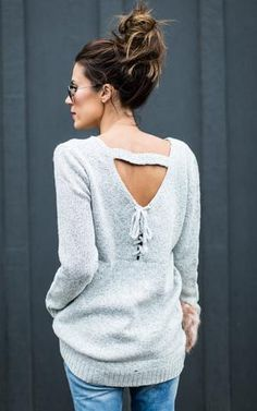 Our Lace up Back V Neck Sweater has a simple front but shows off lots of detail in the back. Our Lace up Back V Neck Sweater features a banded across shoulder s Fall Fashion 2016, Autumn Winter Fashion, Winter Style, Fall Winter Outfits, Winter Clothes, Ily Couture, Pullover Mode, Winter Trends, Fall Looks
