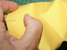DIY-Anleitung: Laterne plottern via DaWanda.com Etsy, Cartonnage, Lanterns, Paper, Creative Ideas, Crafts, Crafting