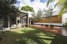 RMJ Residence in Brazil Originally Interacting with Natural Elements - http://freshome.com/rmj-residence-in-brazil-originally-interacting-with-natural-elements/