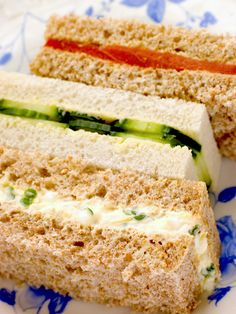 Tea Sandwich Recipes If you assume all tea sandwiches are tasteless bits of fluff, you have several savory surprises in store! Finger Sandwiches, Tea Sandwiches, Super Healthy Recipes, Healthy Foods To Eat, Bridal Shower Sandwiches, High Tea Food, Salsa, Cocktail Party Food, Cocktails