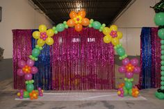 "Jan Iiams cutie LINK-O-LOON® Flower Arch. The Blossoms are made with three Betallatex 11"" rounds and two 12"" LINK-O-LOON®. No monofilament required! Deluxe colors Fuchsia and Key Lime with Fashion colors Yellow, Orange and Green."