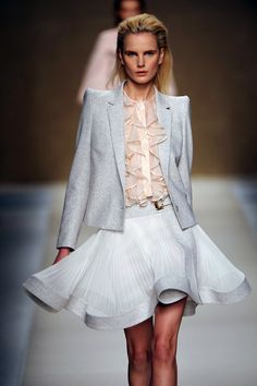 Gorgeous fluidity, pleats, ruffles and pastel shades meet a contrast with statement shoulders at @Blumarine #MFW #WGSN