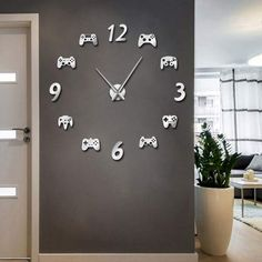 game room decor DIY Large Video Game Wall Clock - The Noname Nerd London Home Decor, Boys Game Room, Boy Room, Teen Game Rooms, Deco Gamer, Mur Diy, Gamer Bedroom, Video Game Rooms, Video Game Decor