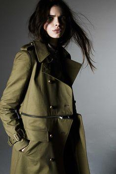 Rebecca Minkoff Pre-Fall 2015 Fashion Show Military Style Coats, Military Chic, Military Looks, Military Fashion, Military Green, Rebecca Minkoff, Fashion Week, Fashion Show, Fashion Trends