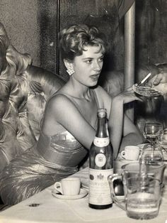 Beverley Aadland with Flynn at the Lido Club just off Piccadilly in May 1959.
