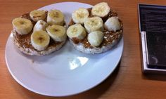 Healthy bodybuilding meals - 2 Rice Cakes - 35g Peanut butter - 1 small Banana #fitness #health #gym