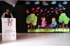 Okuma Bayramı Sahnesi Board Decoration, Class Decoration, Stage Decorations, Classroom Organization, Classroom Decor, Independence Day Theme, Fun Crafts, Diy And Crafts, Activity Room