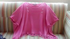 Blusa fresquíssima em fio verão, cor rosa, com detalhes na gola e barrado em crochê.
