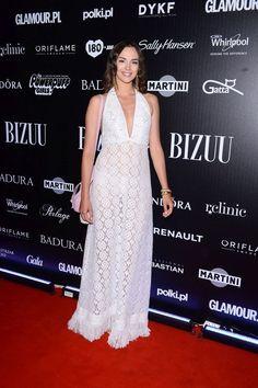 Paulina Krupińska w białej sukience