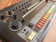 ROLAND TR-808 Drum Machine NEAR MINT vintage analog drum synth RARE