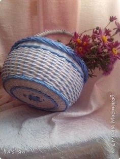 Поделка изделие Плетение Удачи и неудачи  Трубочки бумажные фото 2 Straw Weaving, Basket Weaving, Newspaper Crafts, Paper Basket, Paper Straws, Wicker, Coin Purse, Diy Projects, My Style