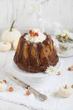 Advent Advent ein Lichtlein brennt. Und nicht nur das, es gibt leckeren Kuchen……den solltet ihr versuchen;) Vegan und voller gesunder Köstlichkeiten. Super saftig, nussig und schokoladi…