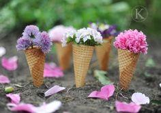 Sommerdekoration selber machen Eistüten blumen füllen