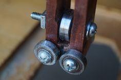 Montaje invertido de una sierra caladora