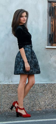 Metallic Bow Skirt and red pony heels