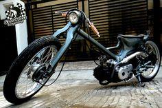 Cool low & fast  chopper Cub by Bapet Demon, El Capitane of Street Demon Tangerang (Indonesia).   The 97cc Astrea Grande from '95 receive...