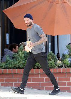 David Beckham wearing Vans Authentic in Black/Black Vans Outfit Men, Black Outfit Men, Dress Black, Toms Outfits, Fashion Outfits, Fashion Trends, Mens Fashion, Fashion Black, Fashion Ideas