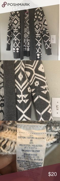 Printed cardigan. Like new in perfect condition Old Navy Sweaters
