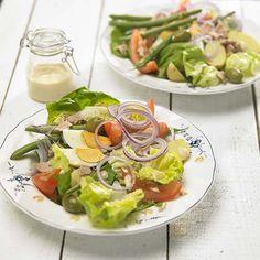 Salade niçoise Mayonnaise, Calories, Cobb Salad, Salads, Food And Drink, Menu, Detail, Salad Bar, Nicoise Salad