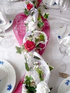 Hochzeitsdeko - TISCHDEKO - SET : ROSENGIRLANDE + TISCHLÄUFER - ein Designerstück von Kerzencreativ bei DaWanda