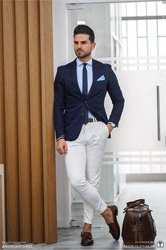 Erfahre welche Teile dazu passen! Business Casual Outfit für Männer. Herrenoutfit mit Jeanshose, Businesshemd, Sakko und Slipper. Ein smartes Business Outfit im eleganten Look, passend für die Arbeit oder zu festlichen Anlässen. Outfits für Männer mit passenden Teilen bei Favorite Styles. #favoritestyles #mode #fashion #outfit #männer #herren #style #stil #männermode #herrenmode #mensoutfit #mensfashion #ideen #inspiration #casual #smart #arbeit #business #sakko #hemd #jeans #blau #weiss