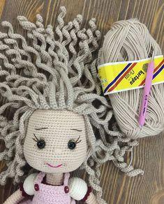 Curso online de amigurumi e croche com mais 500 graficos. Crochet Doll Pattern, Crochet Patterns Amigurumi, Amigurumi Doll, Crochet Dolls, Crochet Toddler, Crochet Crafts, Crochet Yarn, Crochet Projects, Free Crochet