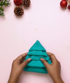 Christmas Napkin Folding, Paper Napkin Folding, Christmas Tree Napkins, Christmas Table Decorations, Holiday Tables, Decoration Table, Folding Napkins, Fun Wine Glasses, Paper Crafts Origami