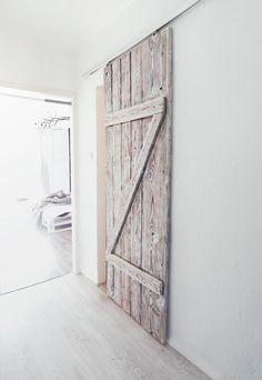 Znalezione obrazy dla zapytania drzwi przesuwne z desek