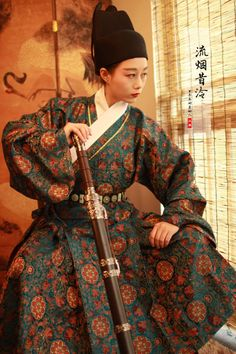 Lady wearing 曳撒yisan, a type of traditional Chinese men's hanfu. By 流烟昔泠汉服
