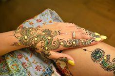 Best Bridal Henna Design Ideas - Hena Mehndi Fashion for Marriage Mehndi Desing, Eid Mehndi Designs, Back Hand Mehndi Designs, Mehndi Style, Wedding Mehndi Designs, Mehndi Images, Henna Mehndi, Henna Art, Henna Mandala