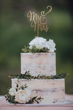 Wedding Cake Topper Mr and Mrs Rose Gold Rustic Wedding Cake Decorations for Wedding Personalized or Monogram Topper for Wedding Hochzeitstorte Topper Herr und Frau Rose Gold Rustikale Hochzeitstorte Wedding Cake Fresh Flowers, Floral Wedding Cakes, Wedding Cake Designs, Diy Wedding Cake, Floral Cake, Purple Wedding, Wedding Cake Simple, Wedding Favors, Wedding Bands