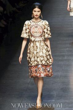 The Dolce & Gabbana show was fit for a queen - a Byzantine empress that is. http://www.sewingavenue.com/