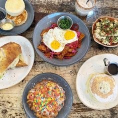 """Kanchan Garg on Instagram: """"All my brunch lovers need to experience the cutting edge eats @mortarandpestlechicago! 🥣 My sweet tooth was all over the #funnelcake…"""" Best Brunch Chicago, Sweet Tooth, Lovers, Breakfast, Instagram, Food, Morning Coffee, Essen, Meals"""