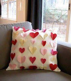21 New Ideas For Sewing Pillows Patchwork Cushion Tutorial Heart Cushion, Heart Pillow, Homemade Valentines, Valentine Day Crafts, Valentine Pillow, Valentine Heart, Cute Pillows, Diy Pillows, Cushions