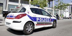 Le policier, employé du PC radio, faisait payer les migrants entre 125 et 250 euros pour passer la frontière franco-italienne. Les faits lui auraient rapporté 3.000 euros.