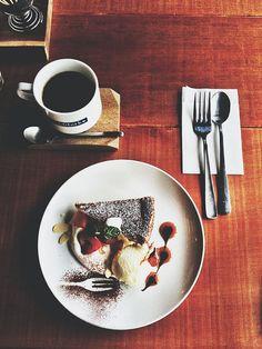 bonnenuit-fleur:    パン教室で教えてもらった新しいカフェへ。 話が弾んで長居しました。 居心地よかったので、また行ってみたい♡