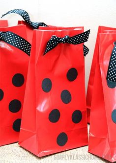 Party Ideas for a Bug Party ~ Includes Lady bug bags. Black dots on a red bug, add ribbon- Done! Fill w/little bug nets, magnifying glasses, ladybug chocolates, etc. Simply Klassic Home: A Party Fit for a Lady(bug) Ladybug And Cat Noir, Ladybug Girl, First Birthday Parties, Girl Birthday, Frozen Birthday, Birthday Ideas, Winter Birthday, Birthday Presents, Fete Emma