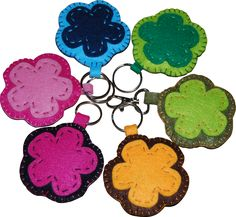Flower-shaped key ring. Made in felt, has 8cm in diameter, contains ring. The price corresponds to each keychain.  100% handmade