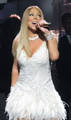Photo - Mariah Carey – Performing at her Infinity show in Las Vegas The Ellen Show, Las Vegas Shows, Entertainment Tonight, Press Tour, Mariah Carey, Hollywood, Celebrities, Celebs, Actresses