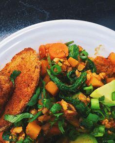 Lazy Sunday / Healthy Brunch  Tempeh scramble from #CafeGratitude tastes amazing Ingredients: Gluten-free tempeh seasonal vegetables shitake mushrooms spinach scallions cilantro avocado side of whole grain sesame toast   __________________________________________  #offthebittenpath #SanDiego #whatveganseat #California #onthetable #plantbased #feedfeed #theotherpath #bunkfood #bunkfoodsd #veganfood #brunch