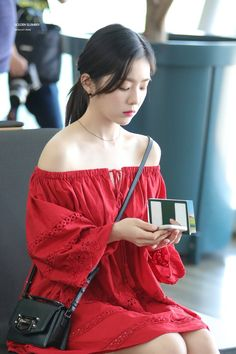 Irene-Redvelvet 180622 Incheon Airport to NewYork Seulgi, Kim Yerim, Red Velvet Irene, Extended Play, Airport Style, Ulzzang Girl, Girl Crushes, Kpop Girls, Asian Beauty