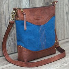 Elena Grishina: Сумочка Indigo Canvas and leather bag Handmade Handbags, Leather Bags Handmade, Leather Purses, Leather Handbags, Leather Totes, Soft Leather, Handbag Patterns, Denim Bag, Fabric Bags