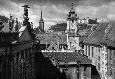 Bratislava na fotografii Karola Plicku White Light, Black And White, Bratislava, Album, Light And Shadow, Filmmaking, Paris Skyline, Louvre, Building