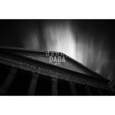"""Pantheon L'opera """"Pantheon"""" di Massimo Margagnoni appartiene alla collezione """"Roma"""". Roma è sempre magica sia di giorno che di notte. Nella collezione """"Roma"""" il fotografo Massimo Margagnoni immortala alcuni dei simboli della città eterna. Un tour pervaso dalla dimensione del ricordo inteso come grande luogo ricco di contenuti estetici da rivalutare. La fotografia, come una bussola, spinge il fotografo a solcare la forma e la luce."""