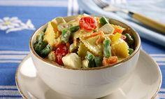 Salada colorida de macarrão  Calorias: 403 por porção