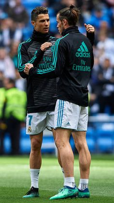 Cristiano Ronaldo and Gareth Bale of Real Madrid warm up prior to the. - News Photo : Cristiano Ronaldo and Gareth Bale of Real Madrid… - Real Madrid Cristiano Ronaldo, Cristino Ronaldo, Cristiano Ronaldo Lionel Messi, Ronaldo Soccer, Real Madrid Club, Real Madrid Players, Barcelona Soccer, Fc Barcelona, Real Madrid Manchester United