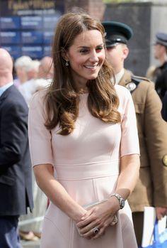 Kate Middleton Photos Photos - Catherine, Duchess of Cambridge visit Zebs Youth Centre on September 1, 2016 in Truro, United Kingdom. - The Duke